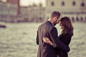 Romantic couple photo in Venice by TripShooter Venice photographer Selene Pozzer