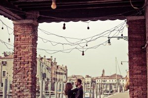 Couple embrace in Italy by TripShooter Venice photographer Selene Pozzer