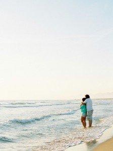 Romantic couple hug by ocean. Photo by TripShooter Pisa photographer Sergio Sorrentino