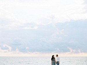 Vacation portrait of couple on ocean walk, by TripShooter Pisa photographer Sergio Sorrentino