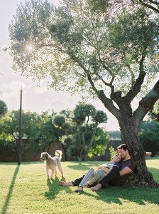 Loving portrait of couple and family dog, by TripShooter Pisa photographer Sergio Sorrentino