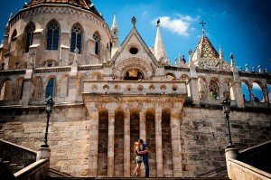 Couple kiss in front of old church by TripShooter Budapest photographer Melinda Guerini Temesi