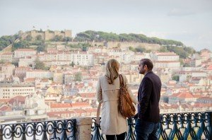 Couple visit Miradouro de São Pedro de Alcantara, photo by TripShooter's photographer in Lisbon Ricardo Junqueira