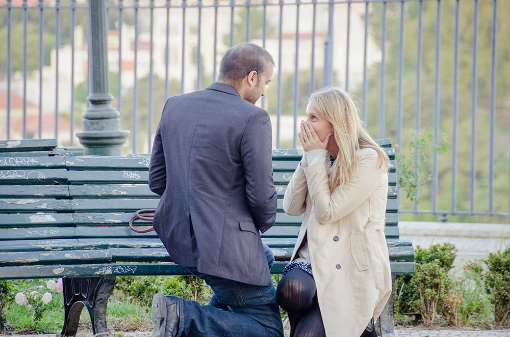 Man proposing marriage in Lisbon, by TripShooter's Lisbon photographer Ricardo Junqueira
