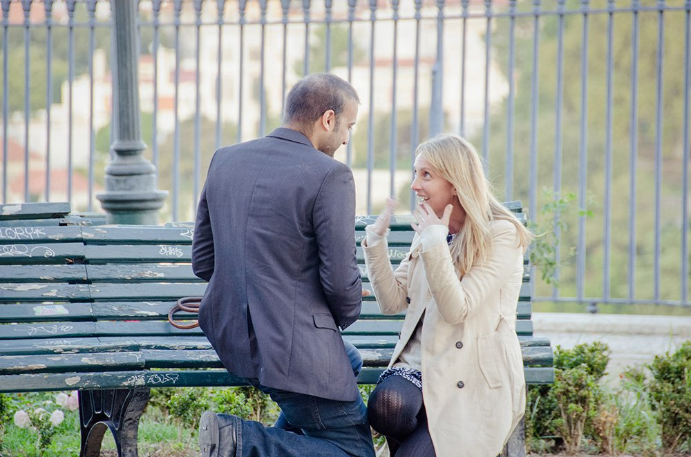 Man proposing in Lisbon, photographed by TripShooter's Lisbon photographer Ricardo Junqueira
