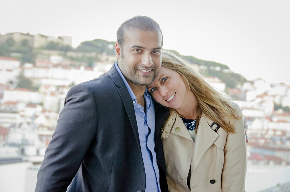 Happy couple on vacation in Lisbon, by TripShooter photographer in Lisbon Ricardo Junqueira