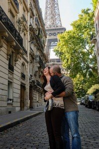 Loving couple laughing and kissing at Paris photoshoot by TipShooter's photographer in Paris, Pierre Turyan