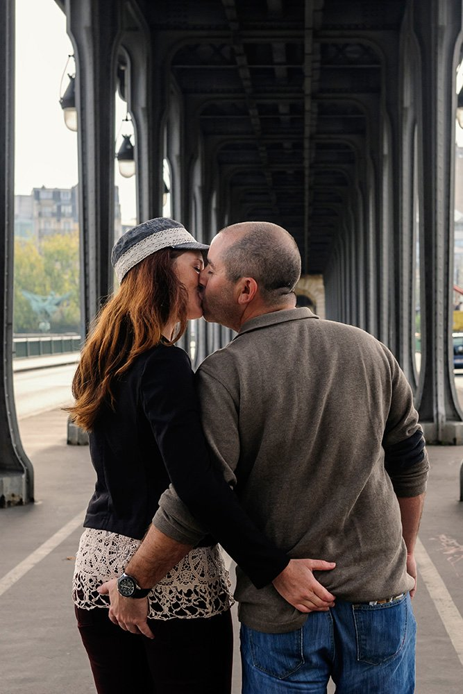 Cheeky bottom squeeze loveshoot in Paris, by TripShooter's photographer in Paris Pierre Turyan