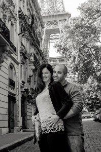 Happy couple travel in Paris Eiffel Tower, by TripShooter's Paris photographer Pierre Turyan