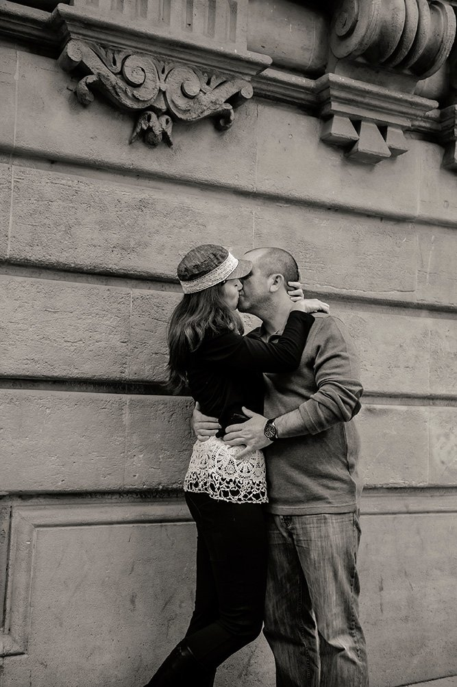 Romantic couple kiss in Paris by TripShooter's photographer in Paris, Pierre Turyan