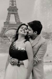 Romantic black and white couple photo with Eiffel Tower, by TripShooter Paris photographer Pierre Turyan