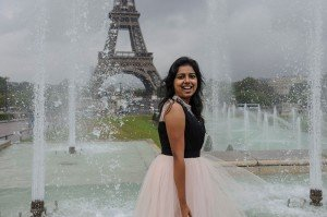 Happy woman dances with water fountains and Eiffel Tower, by TripShooter Paris photographer Pierre Turyan
