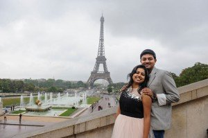 Couple loveshoot at Trocadero with Eiffel Tower, by TripShooter photographer in Paris Pierre Turyan