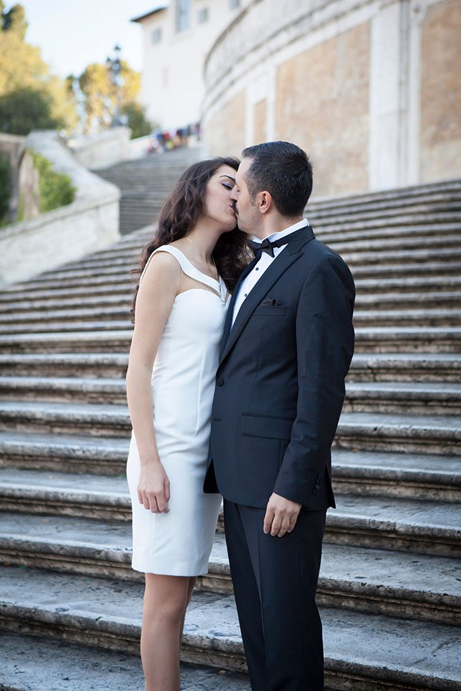 Couple kiss by Roman steps, photo by TripShooter Rome photographer Alex Marchese