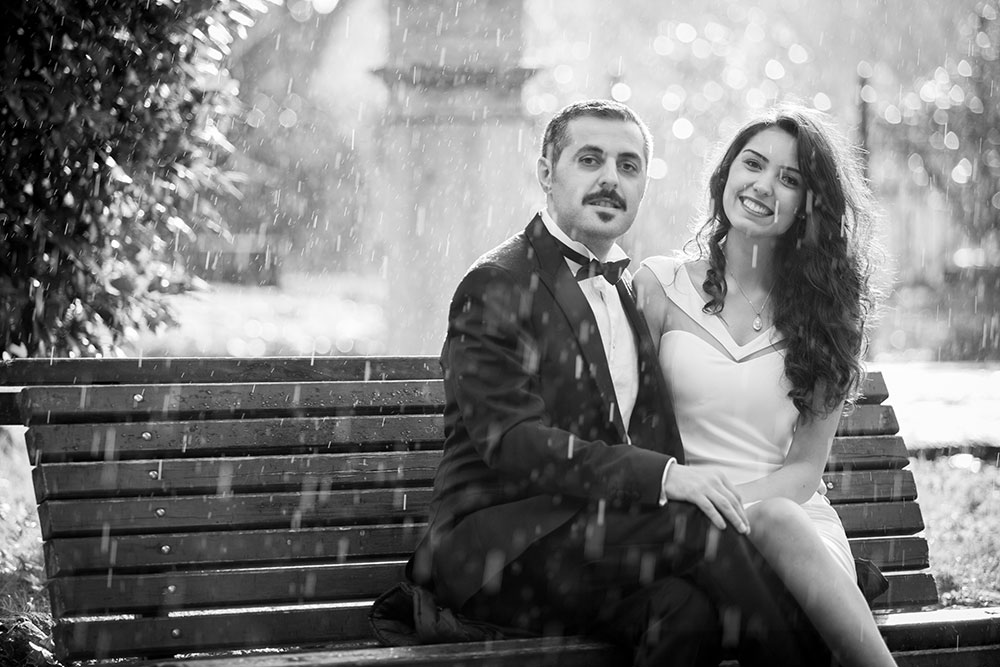 Romantic portrait of wedding couple on park bench in Rome, photos by TripShooter Rome photographer Alex Marchese