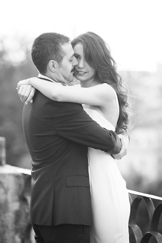 Romantic portaits in Rome for destination wedding, by TripShooter Rome photographer Alex Marchese