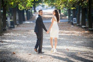 Happy couple walk hand in hand in Rome park, photos by TripShooter Rome photographer Alex Marchese