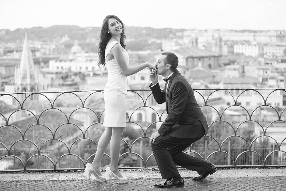 Fun romantic photoshoot in Rome, photo by TripShooter Rome photographer Alex Marchese.