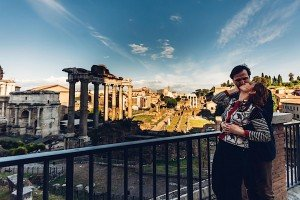 Loving couple travel photo at ancient ruins by TripShooter's photographer in Italy Giancarlo Malandra