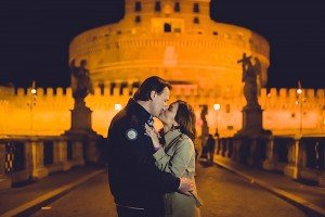 Romantic couple photo with Italian ruins, by TripShooter's photographer in Italy Giancarlo Malandra