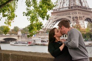 Classic Paris photo of couple kissing beside Eiffel Tower, by TripShooter Paris photographer Jade Maitre