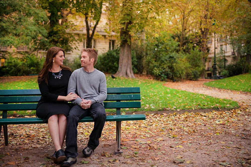 Romantic couple talk in the Champ de Mars. Photo by TripShooter Paris photographer Jade Maitre