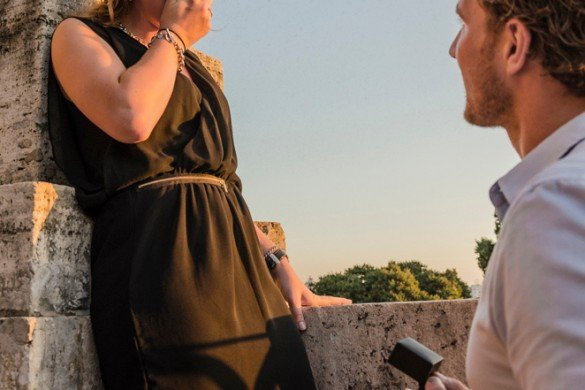 Man proposes to girlfriend in Rome, by TripShooter's Rome photographer Bob Fiore