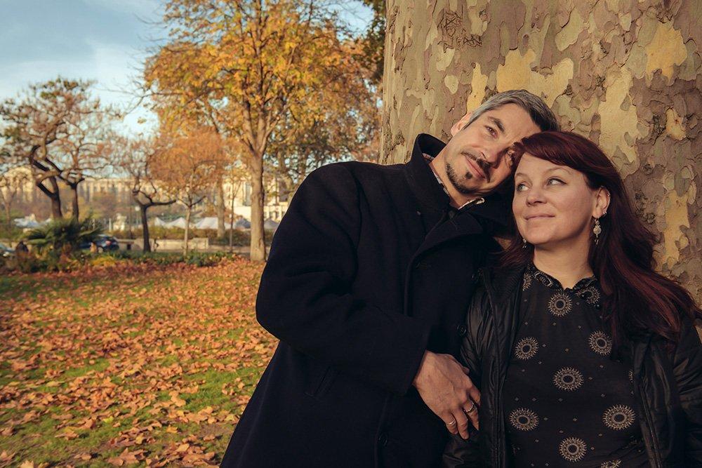 Romantic couple photo session in Paris, by TripShooter Paris photographer Jade Maitre