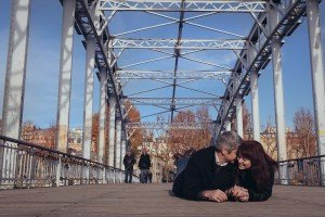 Romantic loveshoot at Debilly Bridge in Paris, Fifth wedding anniversary photoshoot in Paris, by TripShooter photographer in Paris Jade Maitre