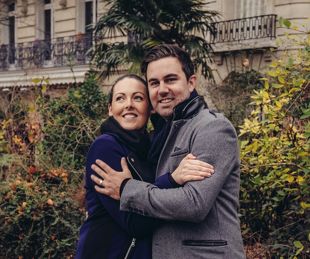 Happy vacation couple embrace in Paris, photo by TripShooter Paris photographer Pierre Turyan