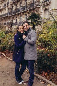 Travelling couple smile in Paris, photo by TripShooter Paris photographer Pierre Turyan