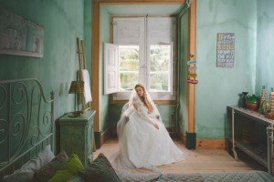 Unique vintage wedding photo of bride in green room, by TripShooter photographers in Lisbon, Maya and Miguel Attinello
