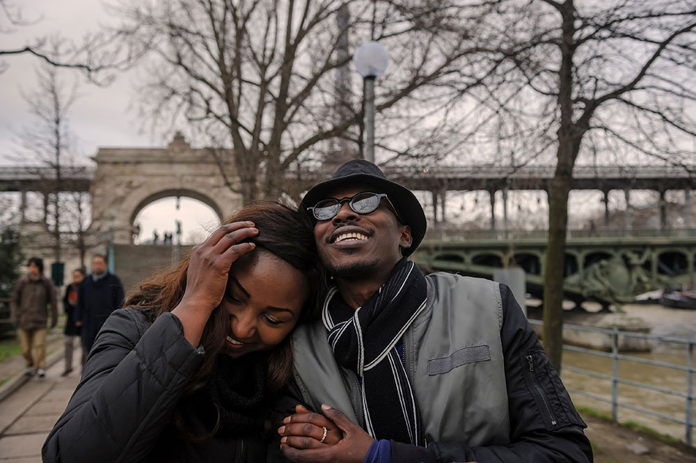 Happy couple embrace in Paris by Bir Hakeim bridge; photo by TripShooter's Paris photographer Pierre Turyan