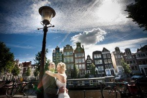 Marred couple hug by Amsterdam canal, photo by Elena Pasca TripShooter photographer in Amsterdam