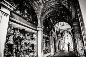 Romantic wedding photo in Venetian architecture, by TripShooter Venice photographer Jody Riva