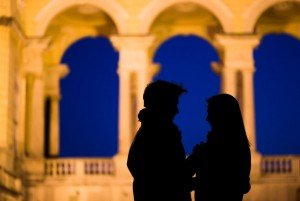 Silhouette of couple on Vienna holiday with arches- photo by TripShooter's Vienna photographer Evamaria Kulovits