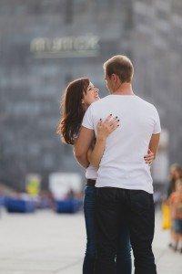 Couple in love on vacation in Vienna photoshoot - photo by TripShooter's Vienna photographer Evamaria Kulovits