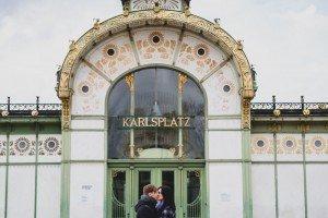 Couple vacation photoshoot in Vienna at Karlsplatz - photo by TripShooter's Vienna photographer Evamaria Kulovits