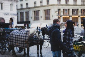 Couple with tourist horses in Austria capital, by TripShooter's Vienna photographer Evamaria Kulovits