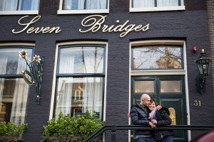 Couple together on vacation in Amsterdam, by TripShooter's Amsterdam photographer Elena Pasca and Radu Voineau