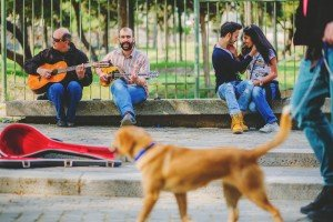 Couple in park with guitar buskers by TripShooter's Athens photographer Andreas Stavropoulos