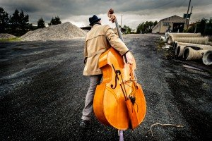 Man carrying large musical imstrument, by TripShooter's photographer in Santiago de Compostela, Bertolino Matteo