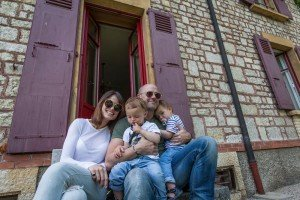 Famiy portrait in doorway, by Ramon Fornell photographer in Barcelona