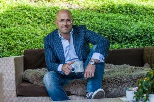 Portrait of man in business suit with mug by Ramon Fornell photographer in Barcelona