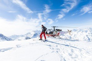Man skiing with helicopter, by Ramon Fornell photographer in Barcelona