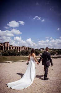 Bride and groom walk to Roman ruins by TripShooter Rome photographer Silvia Cleri