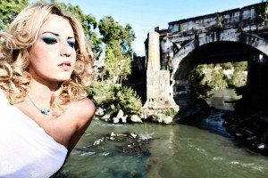 Bride at Roman ruins by TripShooter Rome photographer Silvia Cleri