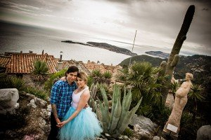 Couple hold hands at lookout in French Riviera, photo by TripShooter's Nice photographer Didier Ours