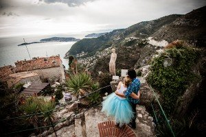 Romantic couple embrace and admire view of Mediterranean in French Riviera, photo by TripShooter's Nice photographer Didier Ours