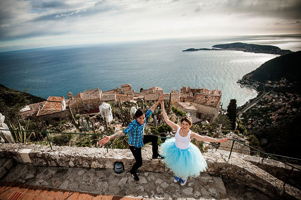Couple celebrate vow renewal with romantic destination photoshoot, photos by TripShooter's French Riviera photographer Didier Ours